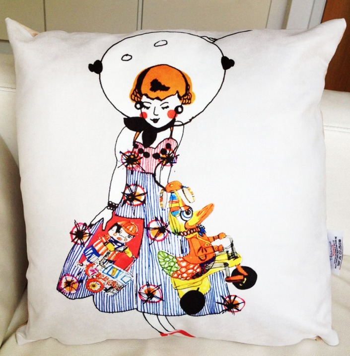 Space Doll Cushion Photo